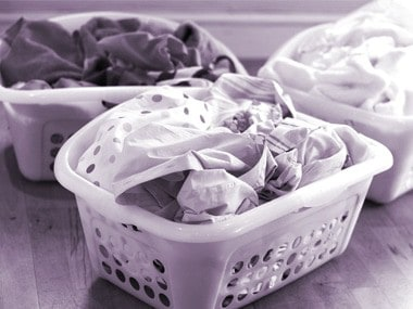 01-laundry-mistakes-sorting-colors-sl