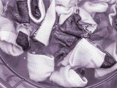 06-laundry-mistakes-socks-sl